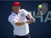 Дмитрий Турсунов уступил Жоао Соусе в четвертьфинале турнира в Санкт-Петербурге