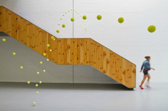 Теннисные мячи в художественной галерее от Аны Солер