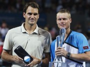 Швейцарец Роджер Федерер (слева) и австралиец Ллейтон Хьюитт
