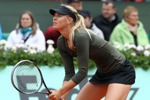 Мария Шарапова выиграла свой первый матч на турнире WTA в Париже