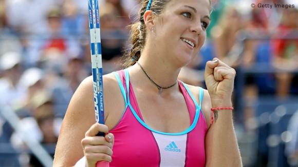 Анастасия Павлюченкова прошла в третий раунд турнира в Париже
