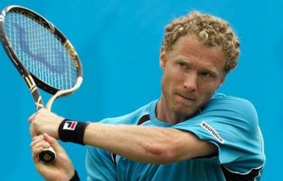 Дмитрий Турсунов вышел в полуфинал на турнире в Сиднее
