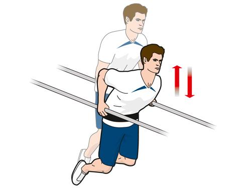 Упражнение A4: отжимания с весом на брусьях