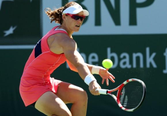 Саманта Стосур обыграла Ли На в выставочном матче в Индиан-Уэллсе