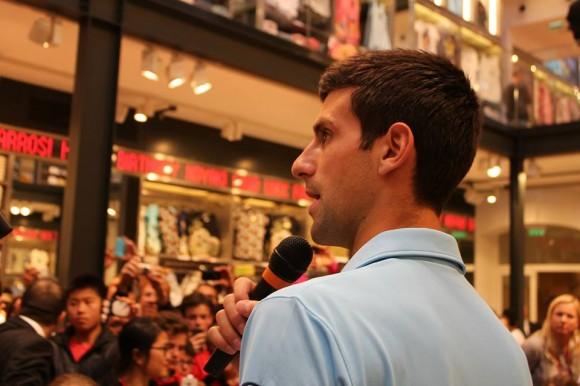 Новак Джокович посетил магазин марки Uniqlo в Париже