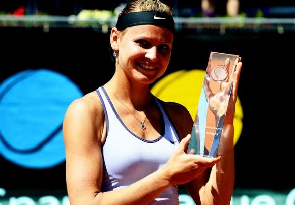 Луция Шафаржова выигрывает очередной турнир WTA