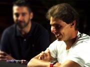 Испанец Рафаэль Надаль отдыхает и играет в покер