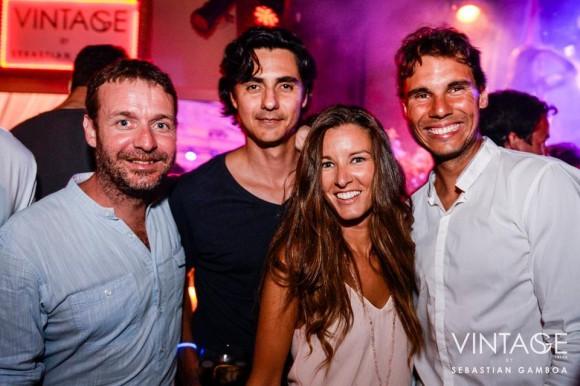 Рафаэль Надаль отдыхает в клубе на Ибице